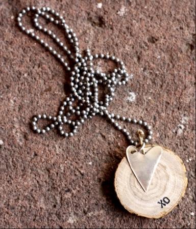 silver heart w/ XO woodchip ballchain